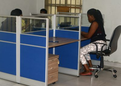 Exponential Hub_Workstation_with_people